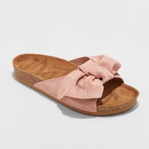 TARGET BOW TIE SUEDE SLIPPERS SIZE 8